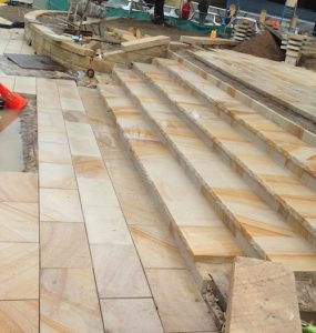 Stone steps rock-faced from 50mm pavers